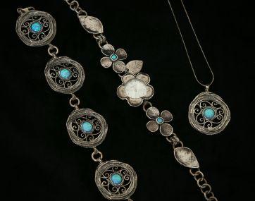 Cultured Opal set aged Silver bracelet.