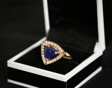 Heavy 18 carat Gold Tanzanite and Diamond ring