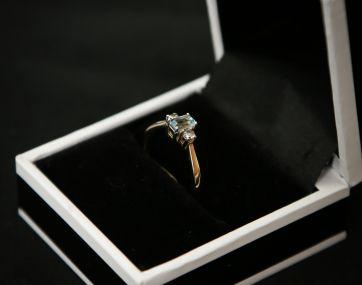 9 carat gold Aquamarine and Diamond ring