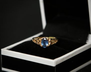 Pre-loved 15 ct gold Sapphire ring